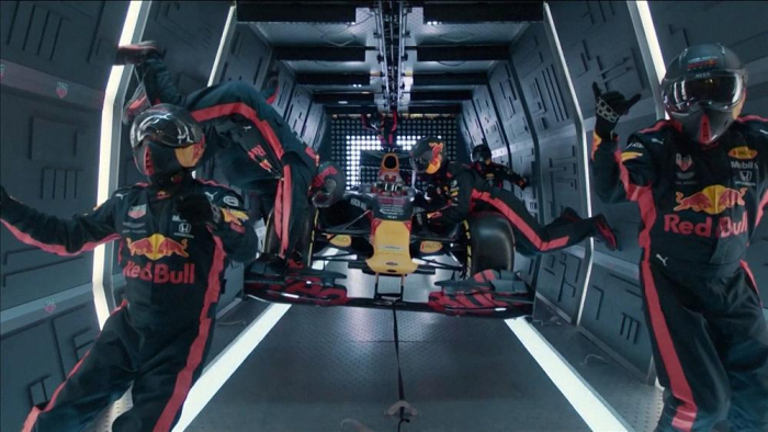F1 team realises the challenge of changing tyres in weightlessness -   NO COMMENT