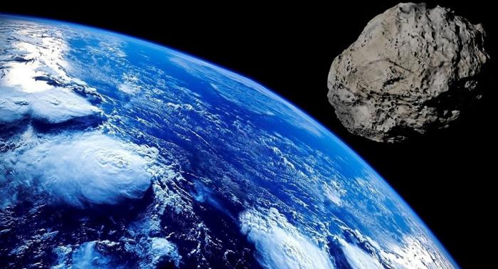 Un astéroïde faisant deux fois la taille de la tour Eiffel en route vers la Terre