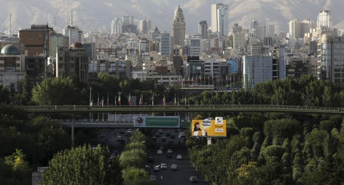تعطل حركة المرور في طهران وإغلاق بعض المدارس بسبب الثلوج