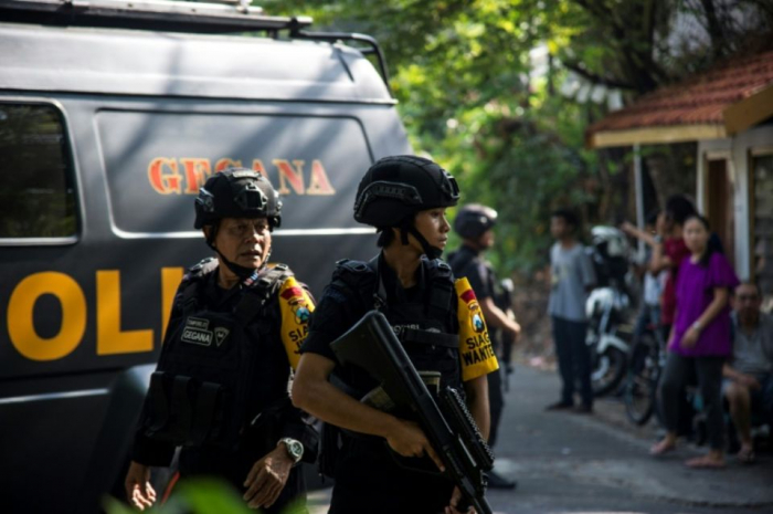 Indonésie: attentat suicide présumé au siège de la police à Medan