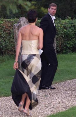 ما العلاقة التي ربطت الأمير أندرو بجيفري إبستين؟