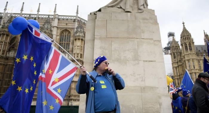 بريطانيا تهدد بترحيل مواطني الاتحاد الأوروبي