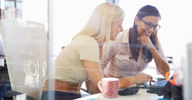 """Le """"Couple de travail"""" ou quand un collègue illumine votre journée au bureau"""