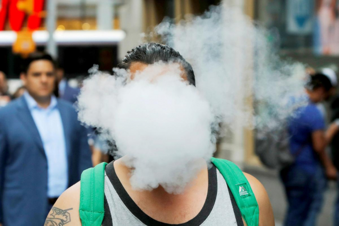 U.S. vaping-related deaths rise to 37, cases of illness to 1,888