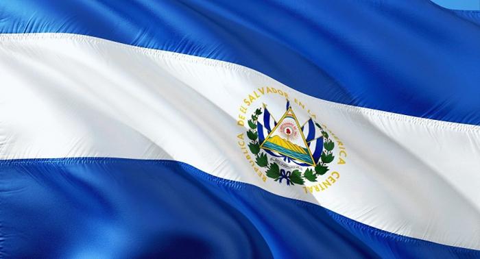 Gobierno de El Salvador expulsa a diplomáticos de Venezuela