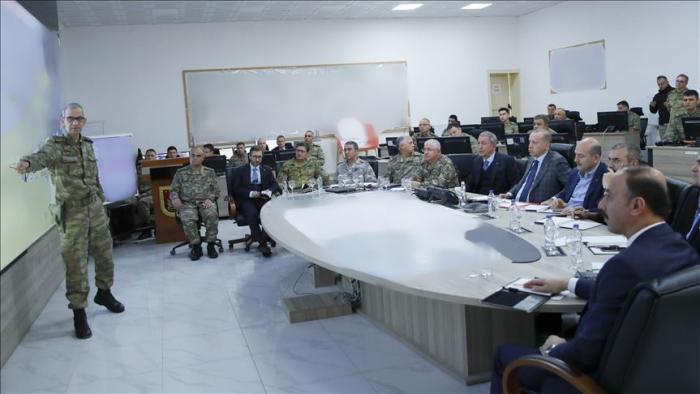 Presidente turco visita centro de comando militar en la frontera con Siria