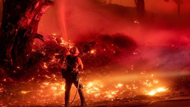 California fires: Trump threatens to pull federal aid funds