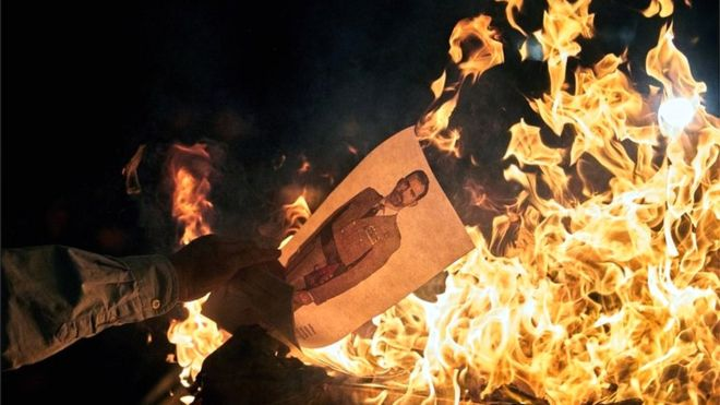 Catalonia crisis: Separatists burn pictures of Spanish king