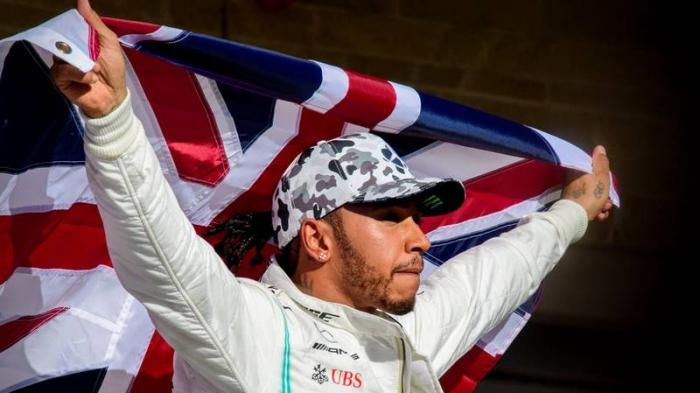 """Lewis Hamilton confiesa que ha luchado contra """"ciertos demonios"""" para llegar a ganar su sexto título en Fórmula 1"""