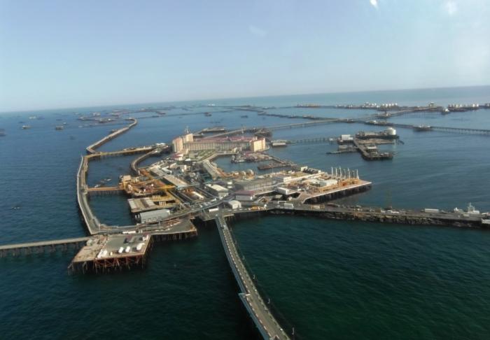 Il y a 70 ans, pour la première fois, du pétrole jaillit en mer