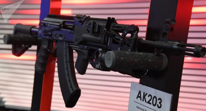La India destaca apoyo de Rusia para fabricar fusiles Kalashnikov en el estado Uttar Pradesh