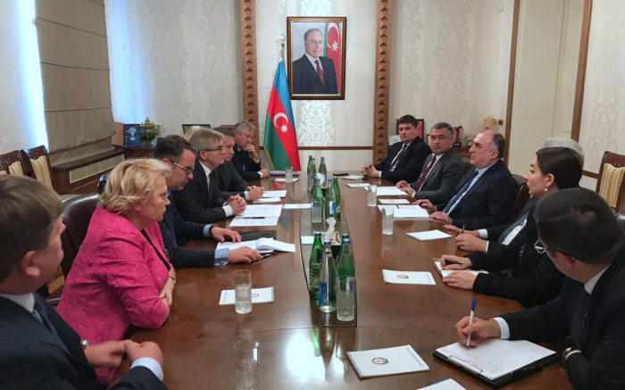 Aserbaidschanischer Außenminister und litauische Delegation erörtern Kooperationsperspektiven