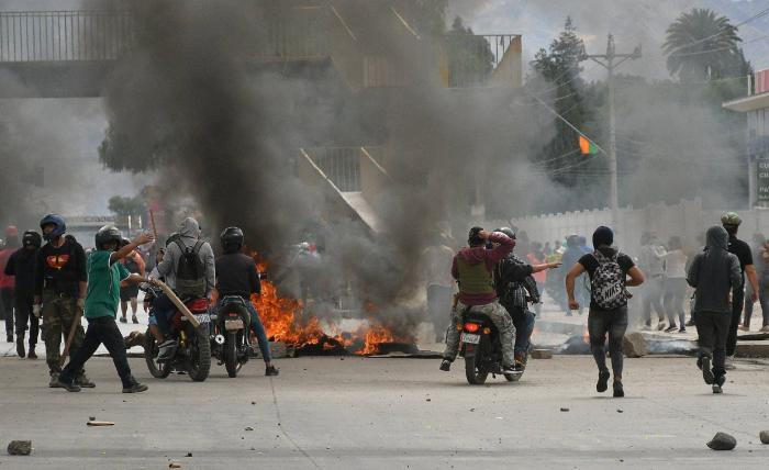 Varias unidades policiales se amotinan en Bolivia