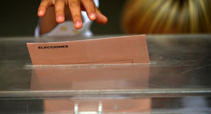Abren los colegios electorales para los comicios generales en España