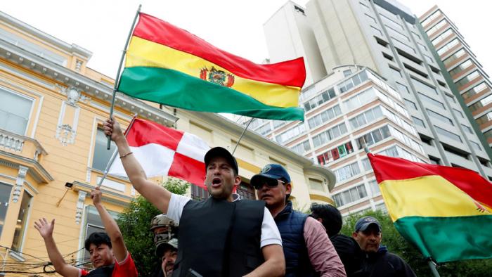 El opositor Camacho pide dos días más de paro en Bolivia para asegurar un Gobierno transitorio