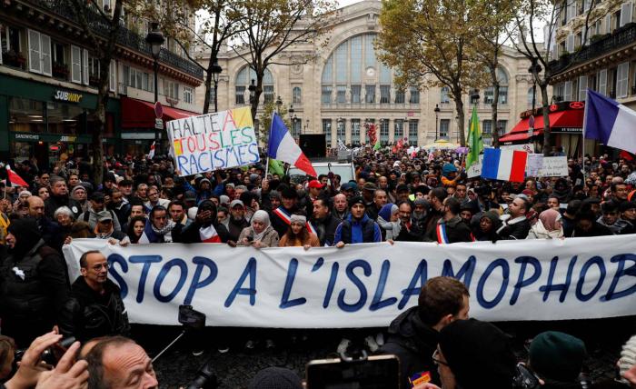 La laicidad y el islam en Francia dividen a la izquierda