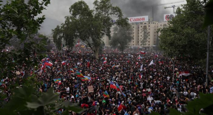 Chile da pasos hacia una nueva Constitución en medio de protestas