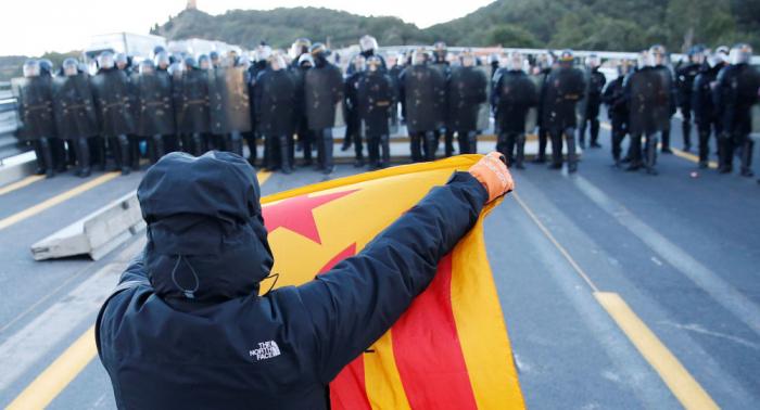La Policía francesa desaloja a los independentistas catalanes que bloqueaban la frontera