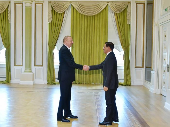 Ilham Aliyev recibió a una delegación encabezada por el ministro de Economía de los Emiratos Árabes Unidos