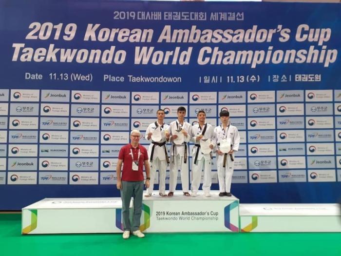 """Taekwondistas azerbaiyanos ganaron tres medallas en la Copa de """"Embajador de Corea"""""""