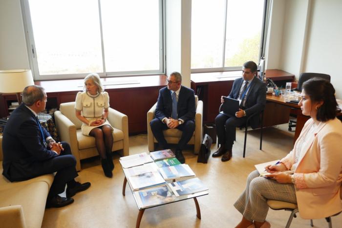 UNESCO y Azerbaiyán abordan cooperación en el sector de educación