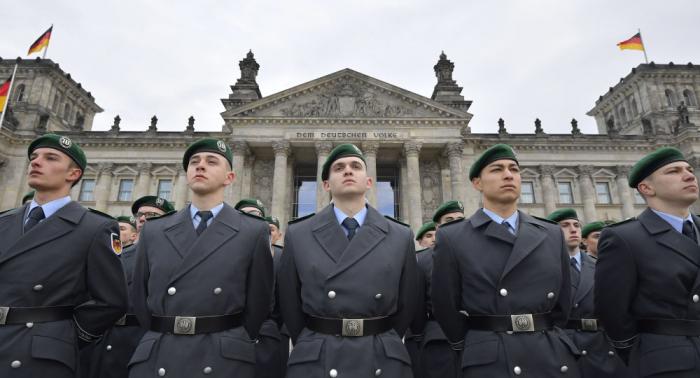 """Bundeswehr feiert 64. Jahrestag: Nato-Offizier a.D. warnt vor """"Kurs einer Interventionsarmee"""""""