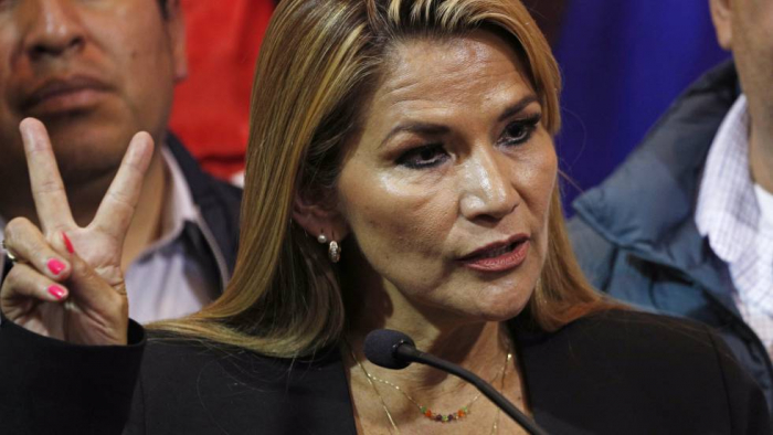 La senadora Jeanine Áñez se proclama presidenta de Bolivia sin 'quorum' en el Parlamento
