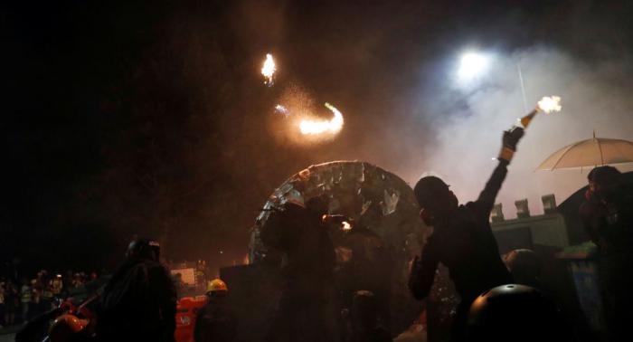 """Pekín advierte que Hong Kong se precipita al """"abismo del terrorismo"""""""