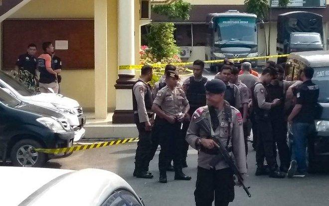 Una explosión junto a una comisaría en el norte de Sumatra deja varios heridos
