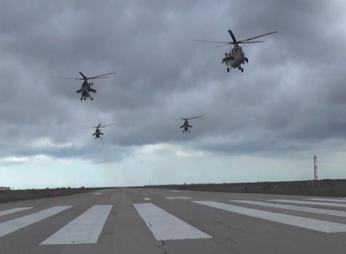 Aserbaidschanische Luftwaffe erfüllt Aufgaben während deroperativen Übungen -   VIDEO