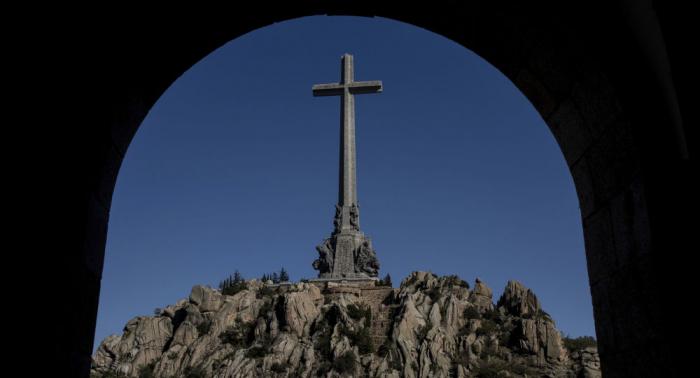 Autorizan la exhumación de 31 víctimas enterradas en el Valle de los Caídos en España