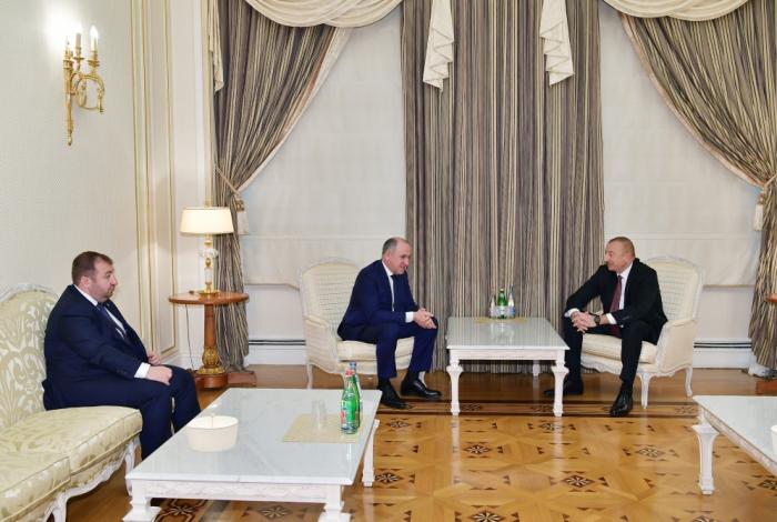 Staatspräsident Ilham Aliyev empfängt karatschai-tscherkessische Delegation