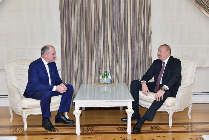 Le président de la République rencontre une délégation menée par le dirigeant de la Karatchaïévo-Tcherkessie