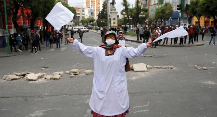 Grupo de campesinas bolivianas decreta huelga indefinida