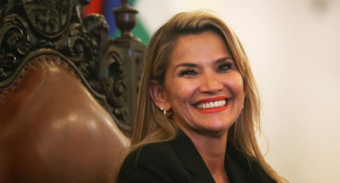 """EEUU elogia a Jeanine Áñez por liderar """"transición democrática"""" en Bolivia"""