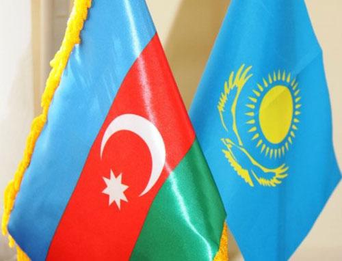 Azerbaiyán y Kazajistán abordan la posibilidad de crear las empresas petroleras comunes