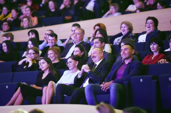 Prezident ailəsi ilə Maksim Qalkinin yaradıcılıq axşamında - FOTOLAR