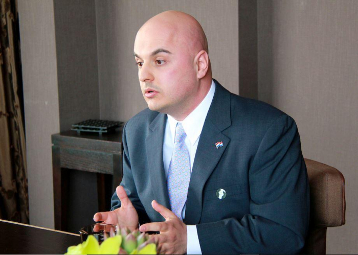 El senador que bloqueó la resolución sobre el llamado genocidio armenio defiende hechos históricos-  Peter Tase