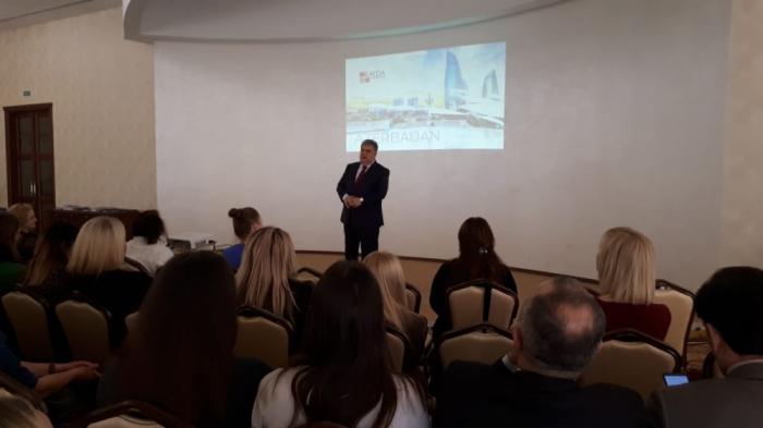 Azerbaiyán presenta oportunidades de turismo en Bielorrusia