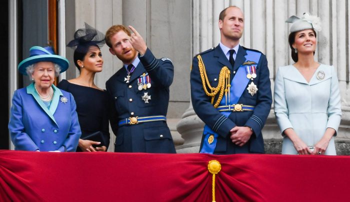 El huracán que no cesa en el palacio de Buckingham