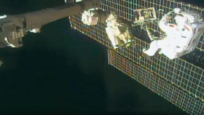Astronauten gelingt schwerer Außeneinsatz