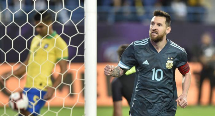 Messi protagoniza un escándalo en pleno partido: hace callar al entrenador brasileño