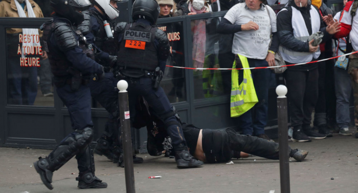 Más de un centenar de detenidos en las protestas de los     chalecos amarillos     en París
