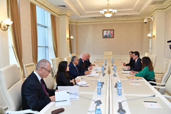 Embajador de Colombia sostiene una reunión con el jefe del Grupo de Amistad Interparlamentario de Colombia y Azerbaiyán