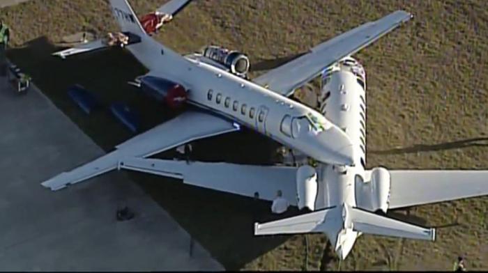 EEUU: Chocan dos aviones en el aeropuerto internacional de San Antonio-     VIDEO