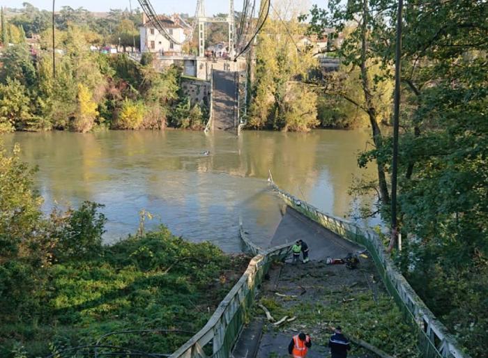 Un muerto y varios desaparecidos por el derrumbe de un puente sobre el río Tarn en Francia