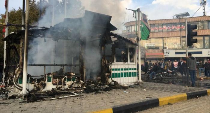 Irán confirma la muerte de algunos policías en los disturbios por el alza de la gasolina
