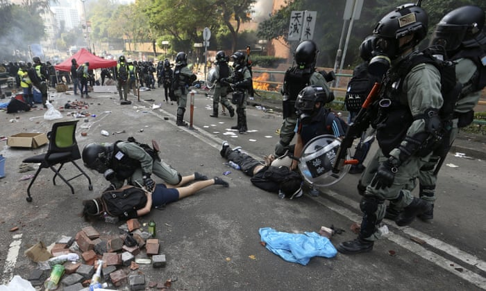 Hong Kong protests: hundreds arrested as university standoff enters third day