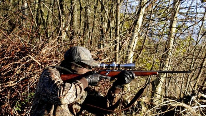 Un cazador estadounidense confunde a su hermano con un ciervo y le dispara