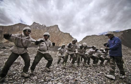 Al menos seis militares indios muertos por una avalancha de nieve en un glaciar en Cachemira